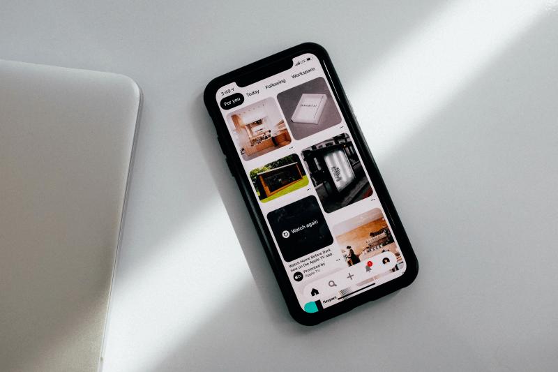 Handy mit Pinterest App